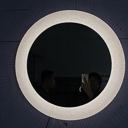 LED 带灯镜,不同色温