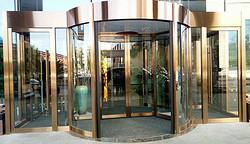 梨城花园酒店两翼旋转门